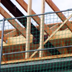 Seitenschutznetz 10,00 x 1,50 m, DIN-EN1263-1, Mw. 100 mm kl. inkl. Gurtschnellverschlüssen